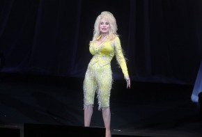 Dolly Parton's 1st tour in 25 years brings endearing showcase to N.J.