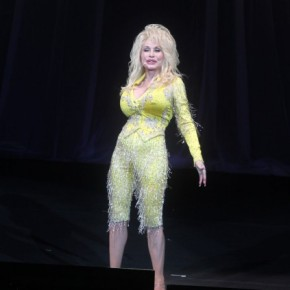 Dolly Parton's 1st tour in 25 years brings endearing showcase toN.J.