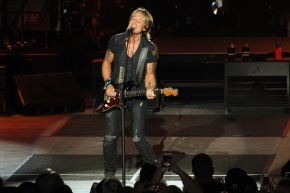 Keith Urban's charming set was full of surprises in Holmdel